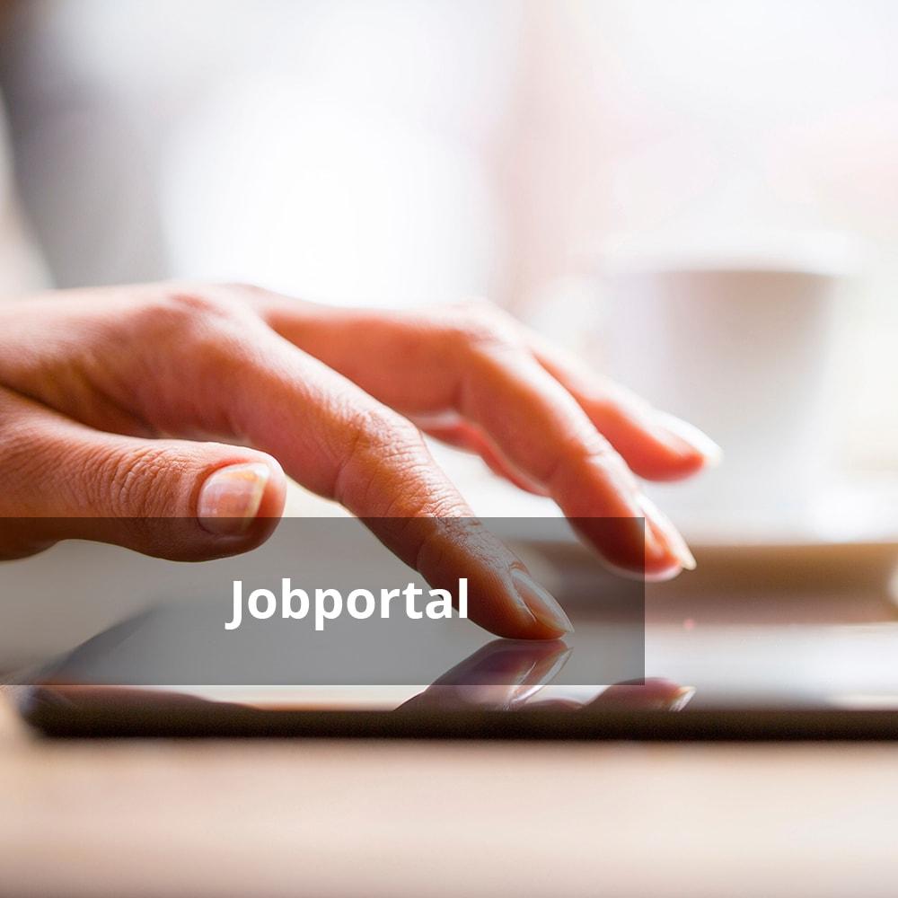 Hand tippt auf Tablet mit Text 'Jobportal'